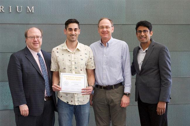 Ail Ghobbeh receives award