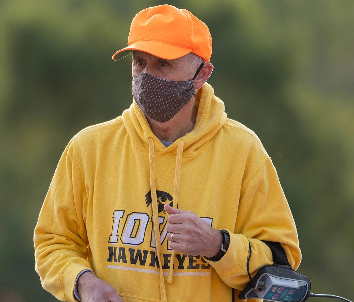 Dr. Jackson wearing mask at the 2020 run